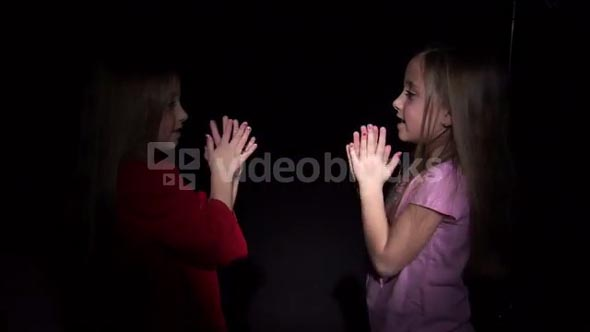 8 Year Old Twins Playing Clap Game 3