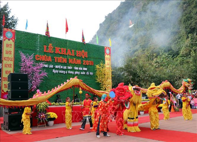 Hàng nghìn người dân dự Lễ khai hội Chùa Tiên năm 2019